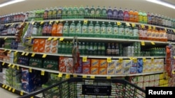 A marketplace full of soft drinks.