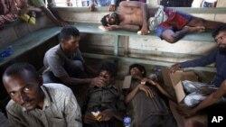 Hàng ngàn người Rohingya bỏ chạy khỏi Myanmar để lánh nạn áp bức.