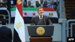 埃及總統穆爾西在一個集會上宣佈斷絕同敘利亞的外交關係。