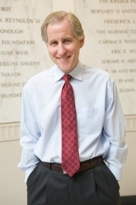 乔治城大学法学院招生办主任安德鲁•科恩布拉特