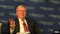 亚洲协会政策研究所所长、前澳大利亚总理陆克文(美国之音莉雅拍摄)