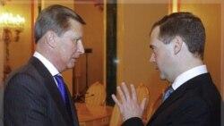 آقای مدودف و سرگئی ایوانف رییس جدید دفتر کارکنان کرملین. مسکو. اول دی ماه ۱۳۹۰