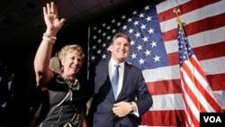 El ex gobernador demócrata Joe Manchin ganó la banca al senado por Virginia Occidental, una victoria fundamental para los demócratas para mantener el Senado.
