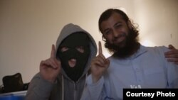 Islamist Ubaydyllah Hussain poses with young recruit. (Curry Films)