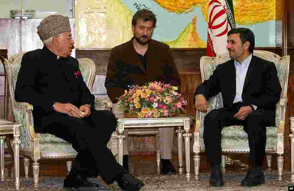 A handout picture released by the Iranian presidency shows Iranian President Mahmoud Ahmadinejad (R) meeting with Indian Union Minister for renewable energy, Farooq Abdullah (L), in Tehran, March 3, 2012. (AFP)
