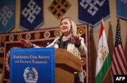 Xillari Klinton Tojikiston fuqaro jamiyati a'zolari bilan uchrashdi