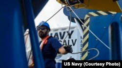 Steven Benjamin, a contractor with Phoenix International Incorporated, rigs a guideline through the tow pinger locater 25 (TPL 25) aboard USNS Apache (T-ATF 172). USNS Apache departed Norfolk, Virginia, on Oct. 19 to begin searching for wreckage from the