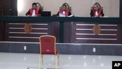 Sidang kasus tuduhan penodaan agama dengan terdakwa Meiliana, di Pengadilan Negeri di Medan, Sumatera Utara, 25 Oktober 2018.