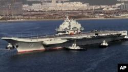 2012年10月30日,中国航母辽宁号首次出海试航后返回大连港。