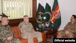 巴基斯坦陸軍參謀長拉希勒謝里夫與阿富汗陸軍參謀長穆罕默德卡里米,以及美國和北約駐阿富汗部隊指揮官約翰坎貝爾上將﹐討論了反恐努力。