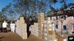 북한 의료센터에 미국과 한국 NGO단체가 지원하는 의료품이 쌓여있다. (자료사진)