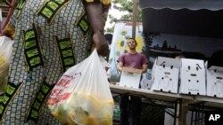 Les consommateurs camerounais arrivent difficilement à trouver du sucre dans les marchés.