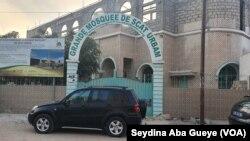 À Dakar, les mosquées sont fermées à cause de l'état d'urgence, le 29 mars 2020. (VOA/Seydina Aba Gueye)