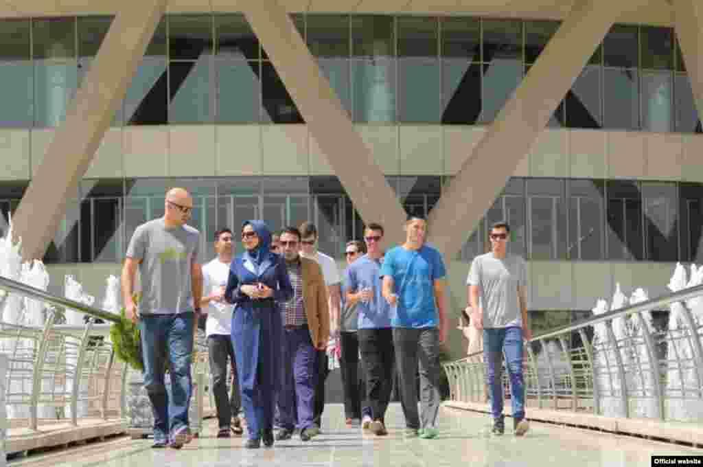بازدید بازیکنان و کادر فنی تیم ملی والیبال آمریکا از برج میلاد تهران