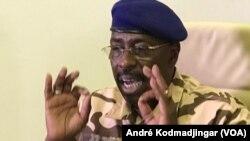 Daoud Yaya Brahim ministre de la défense nationale tchadienne, le 6 mai 2021. (VOA/André Kodmadjingar)