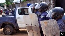 """Los asaltantes invadieron gritando """"Ellen (Johnson) Sirleaf (presidenta de Liberia) está arruinada. Quiere dinero, no hay ébola""""."""