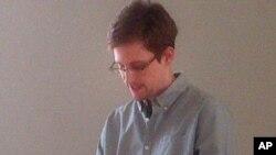 Warga AS, Edward Snowden telah tertahan selama tiga minggu di zona transit bandara Sheremetyevo di Moskow (foto: dok).