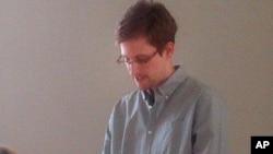 Hình ảnh do nhóm Human Rights Watch cung cấp cho thấy ông Edward Snowden trong một cuộc họp báo tại sân bay Sheremetyevo ở Moscow, ngày 12/7/2013.
