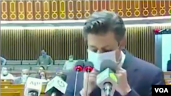 دصعنتونو اؤ پیداوار وزیر حماد اظهر پارلیمان ته بجټ وړاندې کوي