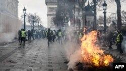 په پاریس کې له تاوتریخوالي ډک اعتراضونه