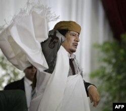 Liviya sharqida Qaddafiy kuchlari, muxolifat olishmoqda