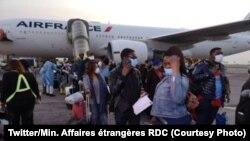 Ba Congolais bawuti Paris na Bruxelles bakiti na mpepo ya Air France na aéroport international ya N'Djili, 15 mai 2020, (Twitter/Min. Affires étrangères RDC)