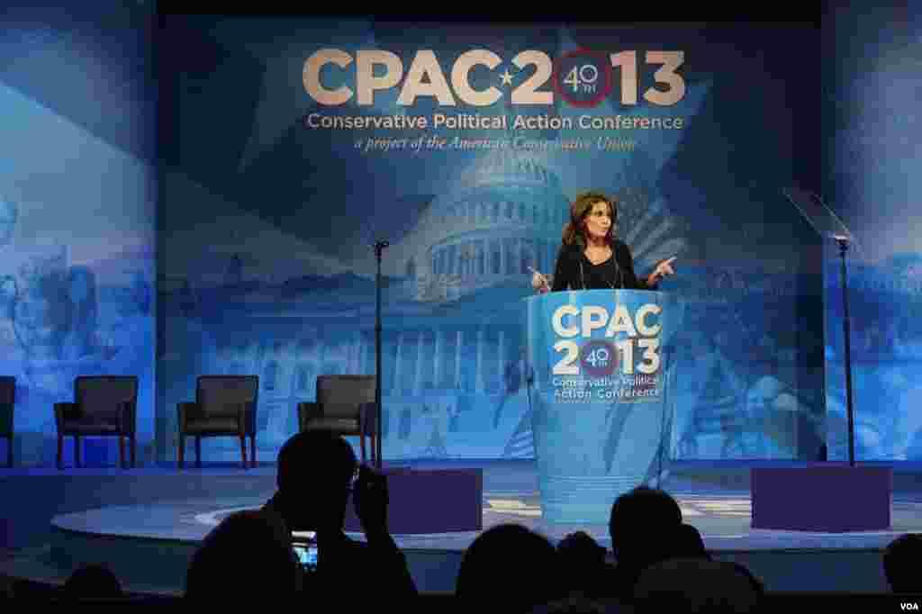 前共和党副总统候选人莎拉.佩林(Sarah Palin)在大会最后一天的演说掀起小高潮 (美国之音方方拍摄)