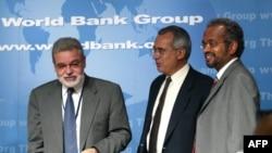 Kinh tế gia trưởng về châu Phi của Ngân hàng Thế giới Shanta Devarajan (phải) nói một trong những tài sản lớn nhất cho tăng trưởng kinh tế của châu Phi là con số người trẻ gia nhập lực lượng lao động