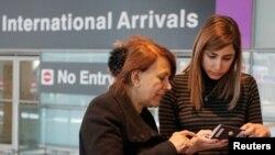 Abogados dicen que estarán listos en aeropuertos el jueves, 15 de marzo, de 2017, cuando entra en efecto la nueva orden ejecutiva sobre viajes a Estados Unidos.
