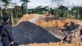Tambang batubara ilegal yang ada di samping kebun percobaan Universitas Mulawarman, Samarinda. (Foto: Courtesy/Koalisi Dosen Unmul)