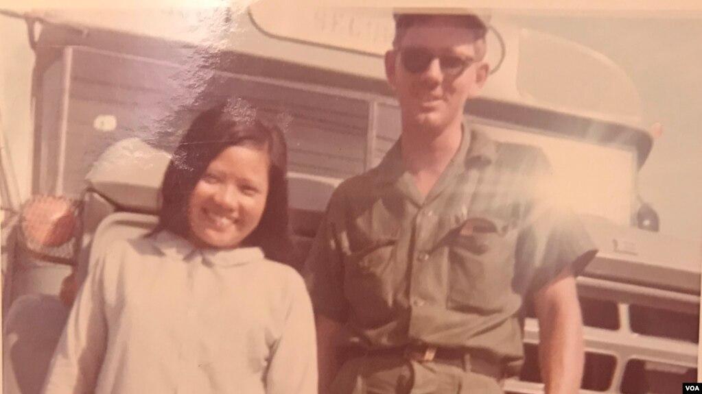 Image result for Người lính và một cô gái nhỏ