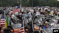 """Motorciklisti se skupljaju pred početak """"Kotrljajuće grmljavine"""", godišnje ceremonije vožnje motorima u znak sećanja na borce nestale u akciji tokom brojnih ratova, 29, maj, 2011."""