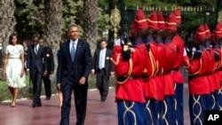 美國總統奧巴馬抵達出訪非洲的第一站塞內加爾