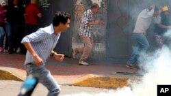 Los venezolanos han sido empujados a una nueva ronda de turbulencia política después de que el Tribunal Supremo De sus últimos vestigios de poder, atrayendo la condena generalizada de gobiernos extranjeros y provocando protestas en la capital. Caracas, Venezuela, el viernes 31 de marzo de 2017.