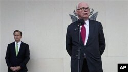 지난해 10월 스위스 제네바에서 북한과의 2차 고위급 대화에 참가한 스티븐 보즈워스 전 미국 대북정책 특별대표 (오른쪽). 왼쪽은 글린 데이비스 현 특별대표.
