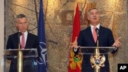 Generalni sekretar NATO-a Jens Stoltenberg i crnogorski premijer Milo Đukanović na konferenciji za novinare u Podgorici