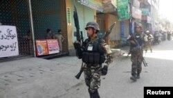 مقامهای امنیتی افغان گفته اند که این کارمند قونسلگری بدون اطلاع قبلی به ادارات مربوطۀ افغان، به شهر رفته بود
