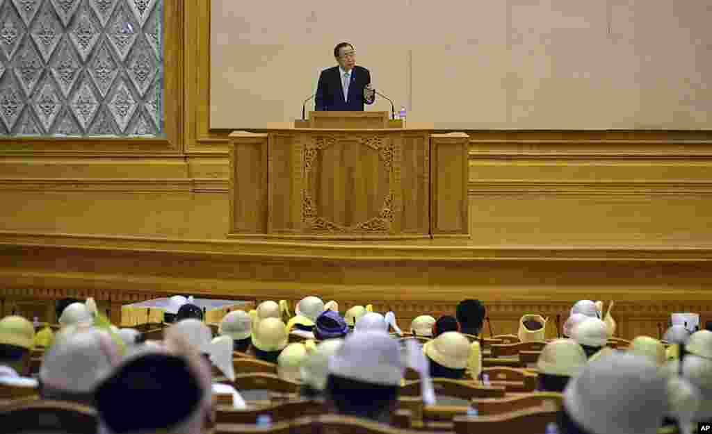 联合国秘书长潘基文对缅甸议会发表讲话。