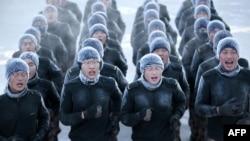 Tentara PLA China tengah berlatih dalam kondisi suhu udara sangat dingin di Heihe, provinsi Heilongjiang (Foto: dok).