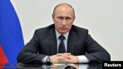 Meski mendapat desakan Washington, Presiden Rusia Vladimir Putin mengatakan Edward Snowden tidak akan diekstradisi ke Amerika (foto: dok).