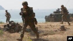 Nhà Trắng nói Bộ trưởng Quốc phòng Jim Mattis đã kết luận rằng những cá nhân có bệnh sử hay được chẩn đoán rối loạn định dạng giới tính đề ra nguy cơ cho tính hữu hiệu của quân đội.