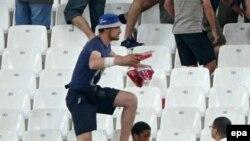 Un supporter russe aperçu sur les gradins lors des affrontements qui ont éclaté au cours du match du groupe B de la phase finale de l'Euro 2016 entre l'Angleterre et la Russie au Stade Vélodrome de Marseille, France, 11 juin 2016