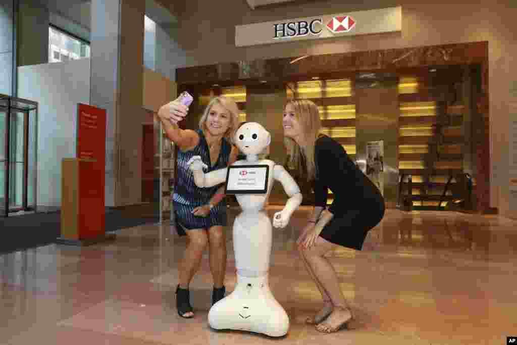 ربات انسان نما به نام پپر عضو جدید یکی از شعب بانک اچ اس بی سی در نیویورک