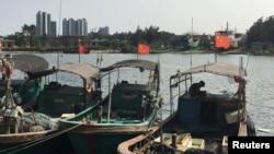中国海南岛悬挂中国国旗的渔船(路透社照片)