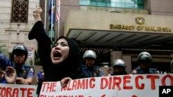 Người Hồi giáo Philippines biểu tình phản đối cuộc tấn công của các lực lượng Malaysia tại Borneo trước đại sứ quán Malaysia hôm 5/3/2013.