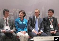 气候组织官员和布莱尔等在启动仪式上,从左至右:气候组织总裁肯伯、大中华区总裁吴昌华、布莱尔