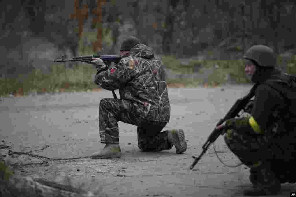 Українські військові у Пісках