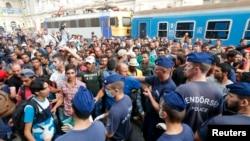 Cảnh sát Hungary đóng cửa ga xe lửa chính ở Budapest để ngăn làn sóng di dân, ngày 1/9/2015.