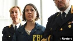 Агенты на пресс-конференции после скоординированных действий ФБР и итальянской полиции против мафии