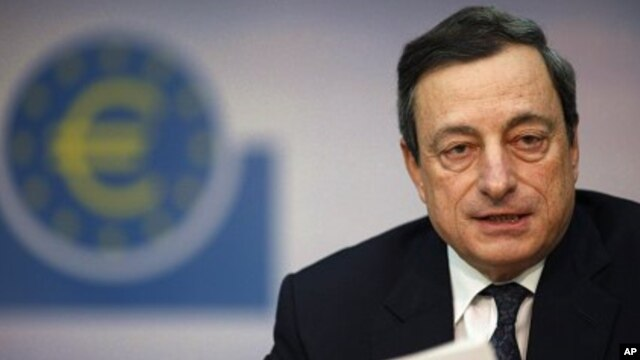 European Central Bank President Mario Draghi speaks during monthly news conference, Frankfurt, Dec. 8, 2011 (file photo).